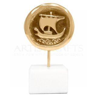 Νόμισμα Τριήρης Σε Μαρμάρινη Βάση