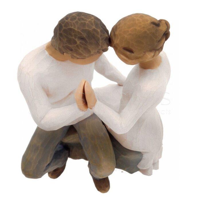 Ζευγάρι Αντικριστά Καθισμένο Με Ενωμένα Χέρια
