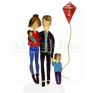 Ζευγάρι Με Μωρό, Αγόρι και Χαρταετό. γονείς, οικογένεια με παιδιά, γονείς με μωρό και αγόρι, χαρταετός, δώρα για επέτειο γάμου, δώρα για βάπτιση, πρωτότυπα δώρα για ζευγάρια με παιδιά