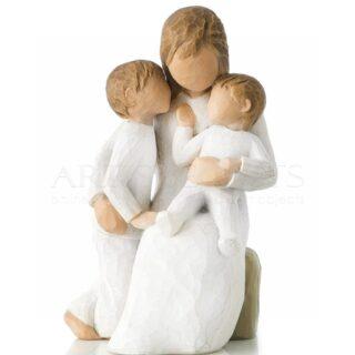 Μητέρα Αγκαλιά Με Τα Δυο Παιδιά Της, δώρα για νέα μητέρα, δώρα για γιορτή μητέρας, δώρα για νέα μητέρα, δώρα για γιατρό, δώρα για γυναικολόγο, δώρα για γυναικολόγους, δώρα για μαιευτήρες, δώρα για νονά, δώρα για νονές, προσωποποιημένα δώρα, νεογέννητο, βρέφος, μητέρα με παιδιά,