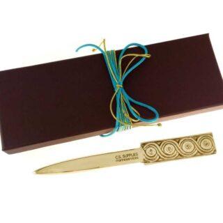 Χαρτοκόπτης αρχαϊκός, μεταλλικοί χαρτοκόπτες, είδη γραφείου, δώρα για το γραφείο, μουσειακά δώρα, είδη γραφείου, επιχειρηματικά δώρα, συνεδριακά δώρα, δώρα για διευθυντή, δώρα για συνεργάτες, δώρα για πελάτες, προσωποποιημένα δώρα, ελληνικά δώρα,, αρχαία Ελλάδα, αρχαϊκός ρυθμός, δώρα για αρχιτέκτονα, δώρα για πολιτικό μηχανικό, δώρα με λογοτύπηση
