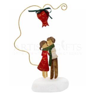 Ζευγάρι Τυλιγμένο Με Κασκόλ Κάτω από Ρόδι, δώρα για ζευγάρια, δώρα για επέτειο, δώρα για παντρεμένα ζευγάρια, ιδέες δώρων για ζευγάρια, δώρα γάμου, δώρα για νέο σπίτι, χριστουγεννιάτικα δώρα, δώρα πρωτοχρονιάς, δώρα με ρόδια, ρόδι, πρωτότυπα γούρια, συναισθηματικά δώρα, προσωποποιημένα δώρα για ζευγάρια,
