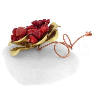Ορειχάλκινο Λουλούδι Με Κόκκινες Ημιπολύτιμες Πέτρες