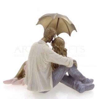 Ζευγάρι Που Φιλιέται Κάτω Από Χρυσή Ομπρέλα