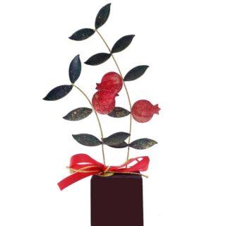 Διπλά Κλαδιά Με Πράσινα Φύλλα & Τρία Ρόδια Σε Ξύλινη Βάσηγούρια, δώρα καλοτυχίας, δώρα για καλή τύχη, ρόδια, ρόδι, γούρια με ρόδια, δώρα ευχαριστίας, δώρα για νέο σπίτι, δώρα για εγκαίνια, δώρα για γιορτή, δώρα για γενέθλια, επιχειρηματικά δώρα, προσωποποιημένα δώρα, δώρα με μήνυμα, ευχές για, νέο σπίτι
