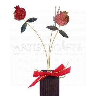 Τρία Κλαδιά Με Διπλά Ρόδια & Φύλλα Σε Ξύλινη Βάση, γούρια, γούρια με ρόδια, ρόδι, δώρα για καλή τύχη, πρωτότυπα γούρια με ρόδια, χειροποίητα γούρια, δώρα ευχαριστίας, δώρα για γιατρό, δώρα για δασκάλα, επιχειρηματικά δώρα, εταιρικά δώρα, δώρα για εγκαίνια, χριστουγεννιάτικα δώρα, πρωτοχρονιατικά δώρα,