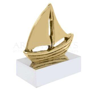 Καράβι Με Πανιά Σε Βάση
