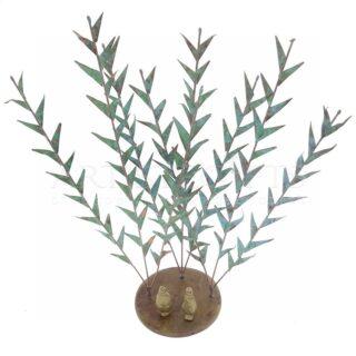 Ζευγάρι Κάτω Από Πράσινους Θάμνους Σε Στρογγυλή Βάση